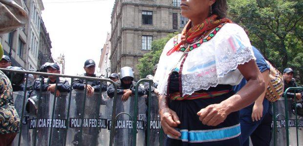 MARCHA POR EL ANIVERSARIO DE LA REVOLUCION MEXICANA A LA COMISIÓN SEXTA DEL EZLN A LA JUNTA DE BUEN GOBIERNO CARACOL V A LOS ADHERENTES...