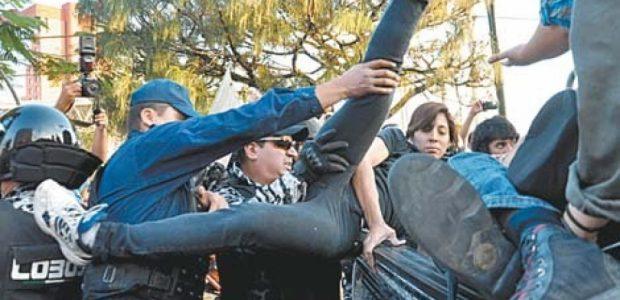 Está es la historia: Durante una manifestación en Guadalajara para protestar contra la imposición de Enrique Peña Nieto como presidente de México. La ruta era...