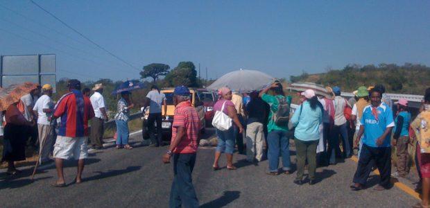 Compañeros y compañeras. Nosotros somos integrantes del Consejo Autónomo Regional de la Zona Costa de Chiapas, adherente a la Sexta Declaración de EZLN, estamos organizados...