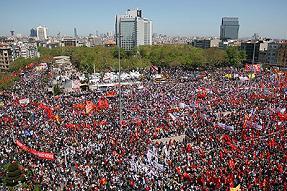 Visita la página http://www.whatishappeninginistanbul.com/ Click aquí para revisar la traducción automática de dicha página web por Google El Indymedia Estambul está actualizando minuto a minuto....