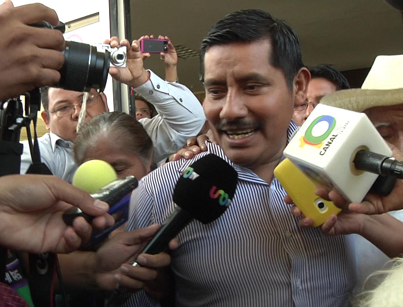 Cerca de las 12 del día, llegó Alberto Patishtán Gómeza Chiapas por el aeropuerto Angel Albino Corzo de de capital. El profeencarcelado desde el año...