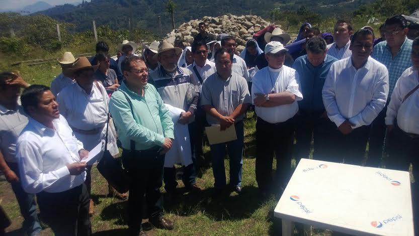 Entrega de predio a católicos en ejido Puebla