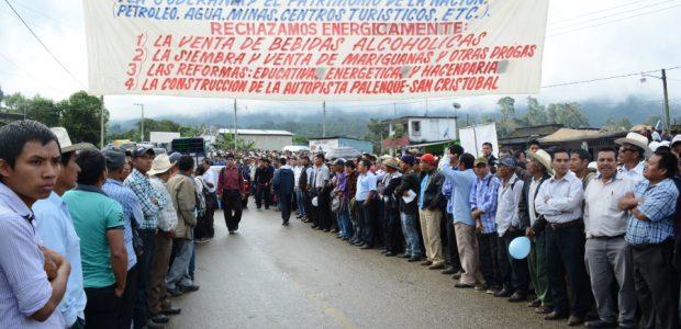 Denunciamos a los paramilitares del mal gobierno que asesinaron al compañero zapatista Galeano en la comunidad de La Realidad, Chiapas, porque es la manera que...