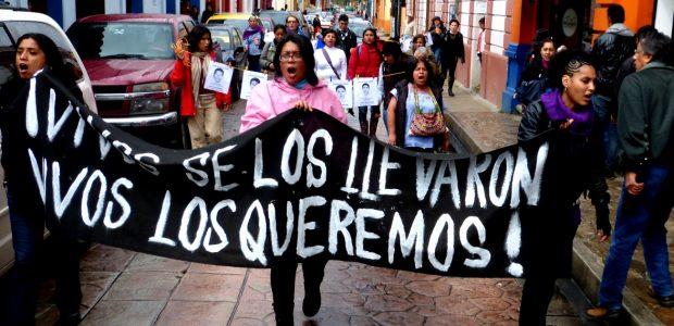 El día de ayer 22 de Octubre, a 26 días de la detención y desaparición de 43 estudiantes de la Escuela normal de Ayotzinapa, en...