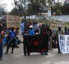 Estos videos nos muestran la movilización masiva por la masacre de estudiantes de Ayotzinapa en el estado de Guerrero, que se llevó a cabo en...