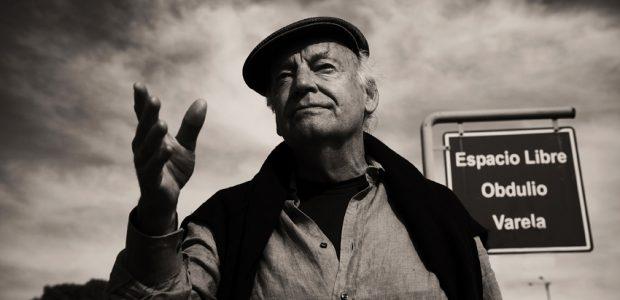 """La serie """"Una historia casi universal"""" incluye 14 relatos sonorizados del libro """"Espejos. Una historia casi universal"""" de Eduardo Galeano (2008) en voz de 19..."""