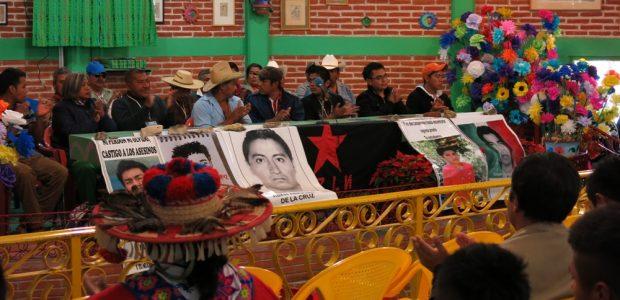 por: Hijxs de la tierra Casi mil personas de distintas procedencias se reunieron desde las 11 de la mañana en el auditorio principal del CIDECI...