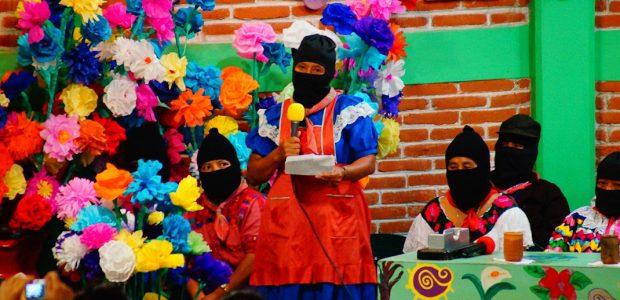 """6 de mayo de 2015 – CIDECI . Crónica: """"Con el amor más feroz"""" luchamos creando . Crónica: Mujeres de pie Miércoles 6 de mayo...."""