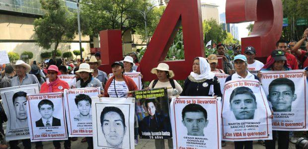 """""""Nuestra legítima búsqueda de justicia marcará su administración y a su nombre e asociará con el de Ayotzinapa como símbolo de la impunidad y la..."""