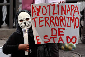 Los padres y madres de los 43 normalistas de Ayotzinapa desaparecidos por el Estado mexicano, este 1 de julio cerraron en San Cristóbal de Las...