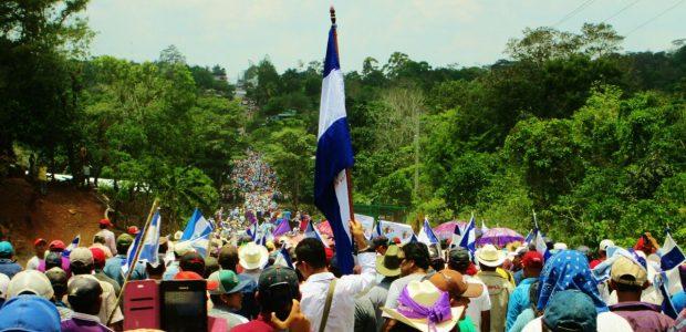 ¿QUE QUIEREN LOS CAMPESINOS? ¡QUE SE VAYAN LOS CHINOS! La Nicaragua campesina contra el Canal Interoceánico De nuevo se cierne sobre Nicaragua el viejo fantasma...
