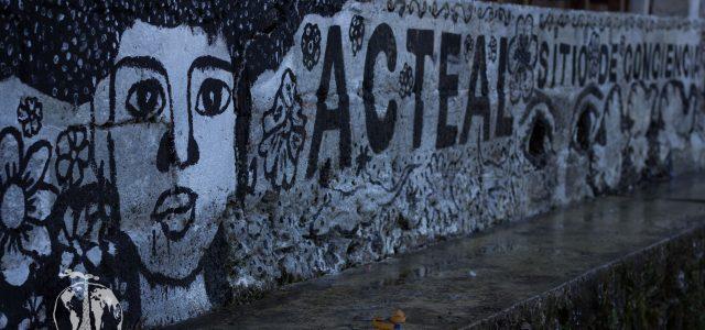 """Jóvenes de la Organización de La Sociedad Civil """"Las Abejas de Acteal"""" utilizan el arte para difundir la lucha de su organización. Una lucha que..."""