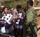 08 de marzo de 2018. Ación de las mujeres de la Organización Sociedad Civil Las Abejas de Acteal, ante el campamento militar en la comunidad...